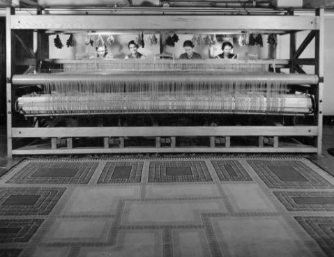 Swedish weavers making the rug for the Saarinen House.